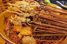 乐山的美食 来乐山就是来品尝美食的,翘脚牛肉、红糖烧饼、豆腐脑、钵钵鸡、游记肥肠、三鲜冰粉;真的是太