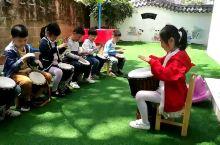 我们幼儿园小朋友练习非洲鼓