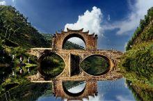 小武当风景名胜区位于江西省赣州市龙南县境内,是江西的南大门,地处赣、粤交界处,它是以丹霞峰丛——峰林