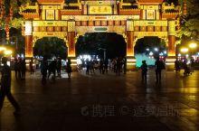 夜景 七星岩牌坊广场