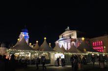 X'mas Season,来欧洲更有气氛。柏林的圣诞市集里人头攒动,精选过的手工艺品商店,富有当地特