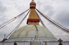 博达哈是尼泊尔乃至全世界最大的圆形佛塔,佛塔有四个面,每面都有一双大佛眼注视着众生。尼泊尔大地震之后