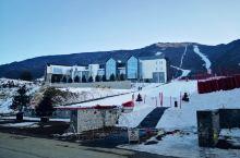 鳌山滑雪场   第一次滑雪,周末同行4人驱车2小时登上秦岭第二高峰鳌山,同比与市区不知今日晴或阴的天