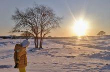 穿越乌兰布统无人区,一帆风顺是几乎不可能的。  大雪将草原覆盖,看不出本来的面目。看似平坦的路面,下