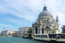 威尼斯,乘贡多拉穿梭在小城里