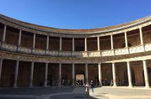 """阿尔汉布拉宫,是西班牙的著名故宫,为中世纪摩尔人在西班牙建立的格拉纳达王国的王宫。""""阿尔汗布拉"""",阿"""