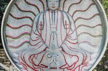 摩尼光佛-拜火教主像 世界仅存的一尊摩尼教石雕佛像,列为全国重点文物保护单位。 正厅内依崖凿一圆形佛