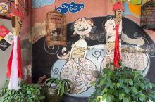 日惹市内水宫附近的小街很有趣味。 日惹市内水宫TamanSari是游览两项世界遗产地 - 婆罗浮屠和