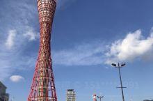 神户港是日本最大的集装箱港口,也是世界十大集装箱港口之一。自古以来神户就是日本的重要交通枢纽,公路铁