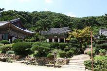 江华岛是韩国第五大岛,有大桥跟陆地相连。这里有不少历史古迹,还有一些是史前的。岛上特产不少,不过交通