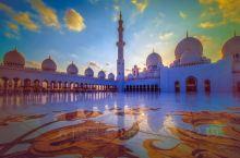 【扎耶德清真寺】 世界上最大的清真寺之一,耗资5.45亿美金打造的谢赫扎耶德清真寺是为纪念阿联酋开国