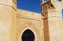 在舍拉废墟你可以看到几千年来伊斯兰和古罗马两种相互竞争甚至对立风格的历史遗迹同时并存。这里曾经是一个