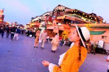 马拉喀什德吉玛广场,我的遗憾之地 夜晚的不眠广场让我对马拉喀什的热爱升华到了最大,广场就在库图比亚清