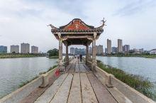 安平桥地处晋江市安海镇与南安市水头镇交界的安海湾上,始建于南宋绍兴八年(1138年)。在中国古代桥梁