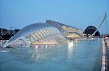 西班牙未来主义建筑风格的典范,瓦伦西亚的科学艺术城是绝对不能错过的地方。由瓦 艺术科学城  伦西亚本