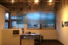 偶遇石田真澄的展 在濑户内海的高松市,沿海大道旁,曾经是仓库的建筑,如今是书店,餐厅,咖啡馆等小店,