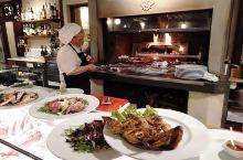 意大利不仅处处风景如画,还是一个到处都充满着美食诱惑的地方,因为其菜品在西餐中更适合中国人的口味,所
