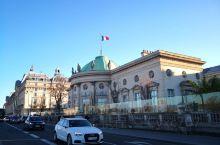 奥赛博物馆 卢浮宫前杜伊勒花园(杜丽花园Jardin des Tuileries)塞纳河对岸,一幢有