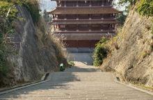 游阆中滕王阁,印象最深的就是那看不到尽头的一级级阶梯。阆中滕王阁不及南昌滕王阁有名,但气势和风景不差