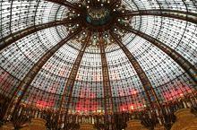 巴黎的老佛爷百货(奥斯曼旗舰店),在巴黎市中心,大多都是中国的游客去那边购物的。