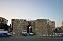 沙特阿拉伯:吉达古城 2014年世界文化遗产,传统的白石灰石墙壁和凸出的木结构窗棂建筑群构成吉达老城
