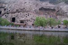 龙门石窟,宽阔的伊河,雕刻精美的大桥,人潮涌动的游客和朝圣者们。由西山到东山,万佛洞,白园,香山寺,