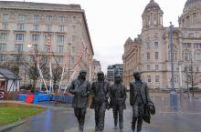 披头士乐队是一支英国摇滚乐队,于1960年在英格兰利物浦成立,由约翰·列侬、保罗·麦卡特尼、乔治·哈