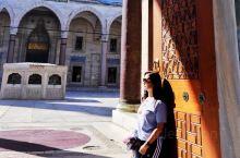 伊斯坦布尔最美的清真寺~苏莱曼清真寺  苏莱曼清真寺是奥斯曼土耳其帝国的第十位苏丹苏莱曼大帝所建,座