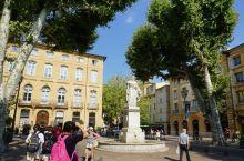艾克斯是普罗旺斯的前首府。提起这个小镇,大家就会想起米拉波大道。这条路被公认为世界上最优美的大道。大