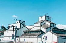 【景点攻略】苏州博物馆算得上是中国现代最美的博物馆之一。这是出自于世界华裔建筑大师贝聿铭之手,这也是