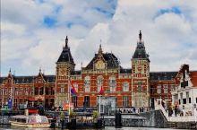 郁金香与风车是荷兰的象征