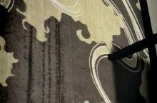 对于一个对画特别钟情的人,酒店房间的墙纸,地毯,壁画是我最欣赏的,用心打造,别具一格。酒店门口吃的很