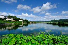 韶山是中国各族人民的伟大领袖毛泽东的故乡,也是他青少年时期生活、学习、劳动和从事革命活动的地方,是全