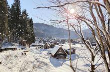 19年元旦去了日本名古屋,顺便去了一趟白川乡,正好是下雪的季节,覆盖着雪的白川乡仿佛是童话世界的小屋