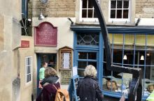 莎莉·伦恩的餐厅不仅仅是一家世界著名的茶馆和餐厅,它位于美丽的英格兰巴斯城的中心。开业于1680年面