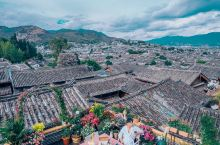 丽江最美网红民宿|可以看见古城全景的客栈  丽江旅游住宿体验是非常重要的,在丽江旅游体验安逸舒适才是