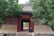 山西五台山佛光寺属全国重点文物保护单位,五台县的佛光新村,距县城三十公里。因为此寺历史悠久,寺内佛教