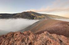 再一次登頂Etna火山頂,這次遇到沒有風,火山灰完全沒有揚起來,太美了。但是上山的路很艱辛。