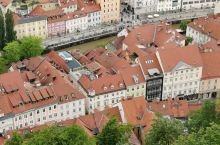 卢布尔雅娜城堡俯瞰: 城堡内的火炮,监狱,教堂。