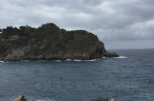 这个岛是一个心形岛,也是教父的取景地,还是当地的一个保护区。来到岛上,需要蹚水,而且收费,好像还不便