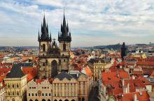 在布拉格困了五天,对布拉格的印象就是红屋顶黑塔尖,还有人多。 围着布拉格广场转了数圈,查理大桥晃了几