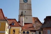 早上坐中巴2个半小时从布拉索夫来到锡比乌,这个建于800多年前的城市也被称为橡树之城,是特兰西瓦尼亚