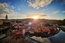 美景欣赏… 现在东欧07:50才天亮,16:30就天黑了 为了看日出,天蒙蒙亮就起床准备 幸好,出片