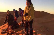 登上最高的沙丘看撒哈拉沙漠最艳丽的第一缕日出!捷足先登的是西班牙人。