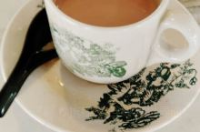 解封后的第一个星期可以出门了 享受幸福一下久违的阳光明媚 热情洋溢的人群 来一杯浓浓爱意的奶茶,好好