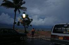 科伦坡的雨季 谁说海边一定就是蓝天白云水清沙幼,也有乌云翻腾海浪滔天的时刻
