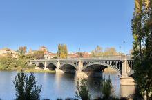 萨拉曼卡Salamanca 是西班牙西面的著名历史古城,她一直是个文化中心,並在2002年被选为欧洲