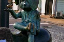 """水大茂大道由来,为纪念,日本动漫名作家,在他的家乡境港市而建,妖怪世界""""げ ,げ,げ,""""作品中,尋妖"""