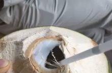 路边椰子,30000盾两个