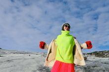 冰岛是我去过最像外星球的一个地方,活的有些不真实。带着颜色鲜艳的衣服还有感冒药就可以出发了,因为我是